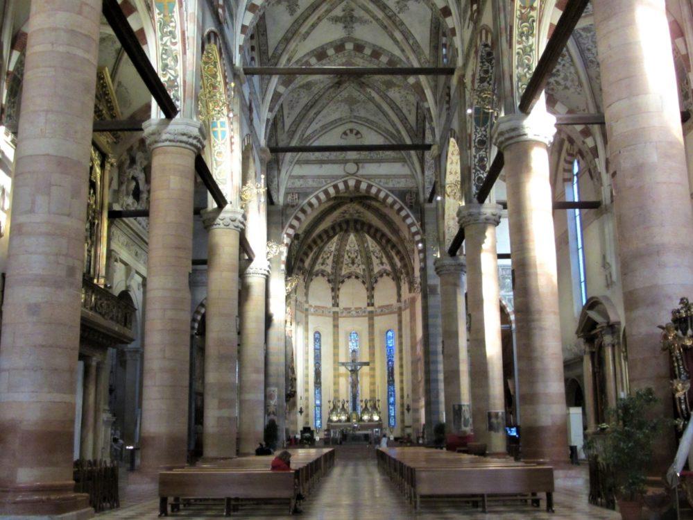 Chiesa santa Anastasia interno